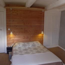 chambre grise 1er étage - Location de vacances - Ispagnac