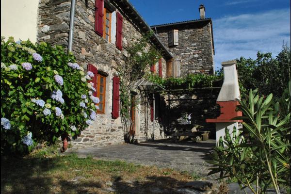 Façade principale - terrasse - Location de vacances - Sainte-Croix-Vallée-Française