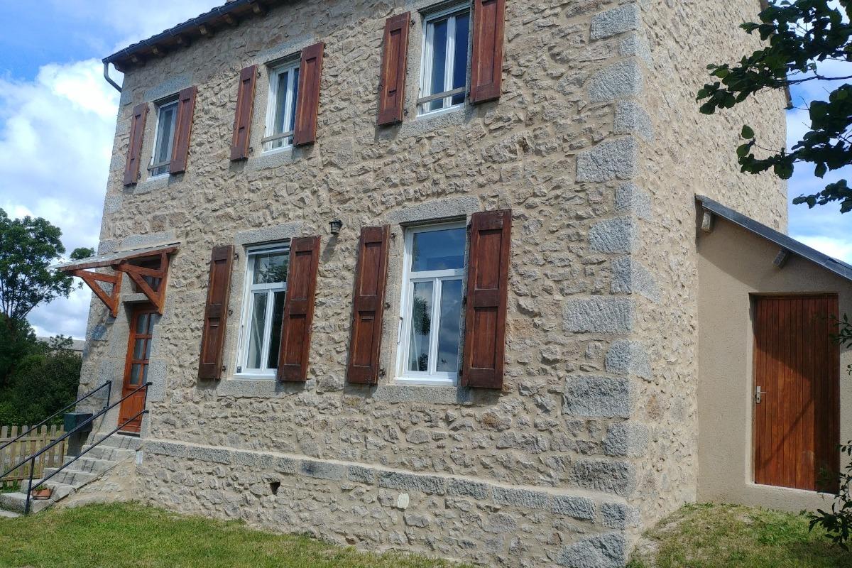 Séjour vue de l'entrée - Location de vacances - Saint-Léger-de-Peyre