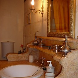 détail du lavabo de la salle d'eau - Location de vacances - Marcé