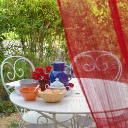 terrasse salon de jardin - Chambre d'hôtes - Sainte-Gemmes-d'Andigné