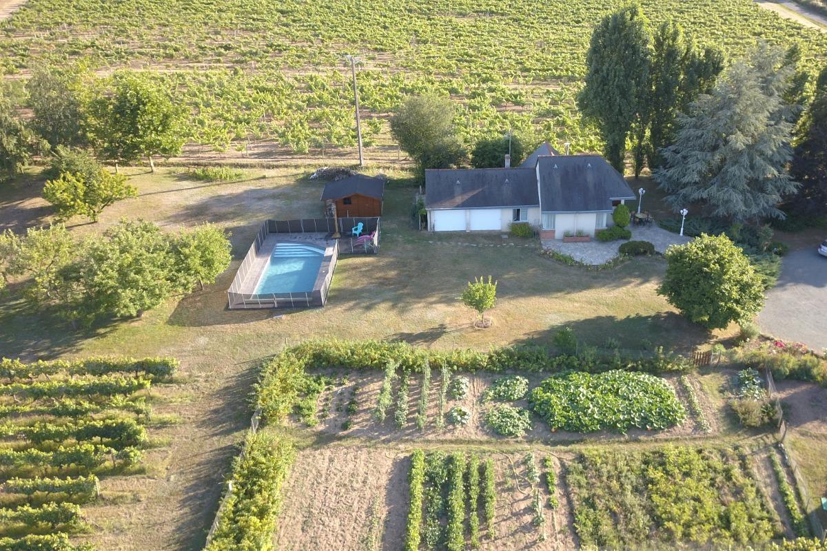 Survol du gîte et de la propriété - Location de vacances - Thouarcé