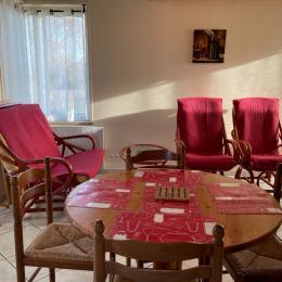 côté salon et repas - Location de vacances - Bellevigne-en-Layon