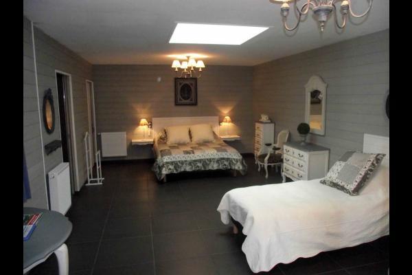 Notre 3ième des 5 chambres - capacité (4 places). Le site comporte 15 places au total avec piscine - Chambre d'hôtes - Saint-Germain-sur-Moine