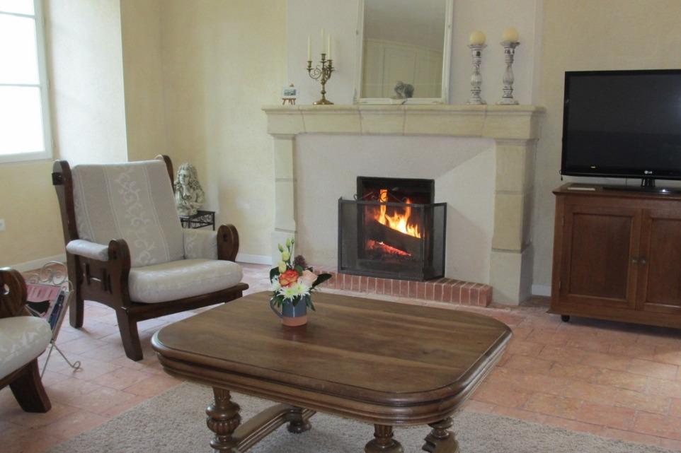 salon avec cheminée - Location de vacances - Montreuil-Bellay