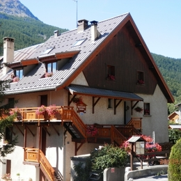 Extérieur Vue Hiver - Au coeur des Alpes du Sud, à Serre Chevalier, appartement à louer dans maison de pays - Location de vacances - Briançon