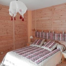 Salle de séjour - Au coeur des Alpes du Sud, à Serre Chevalier, appartement à louer dans maison de pays - Location de vacances - Briançon
