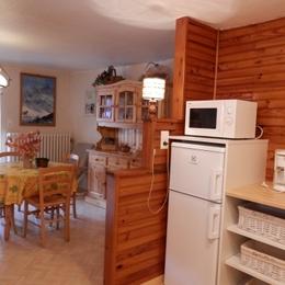 Séjour avec coté coin repas - Au coeur des Alpes du Sud, à Serre Chevalier, appartement à louer dans maison de pays - Location de vacances - Briançon