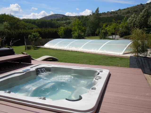 Piscine chauffée et jacuzzi privé - Location de vacances - Jarjayes