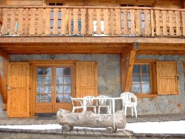 vue appartement au rdc, salon de jardin et terrasse privée  - Location de vacances - Serre Chevalier La Salle