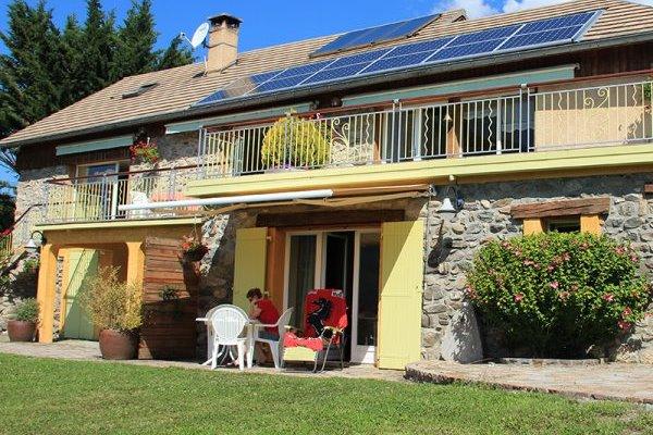 Ancienne ferme entièrement rénovée en matériaux naturels à Savines le Lac vue sur le lac (Hautes-Alpes) - maison terrasse - Location de vacances - Savines-le-Lac