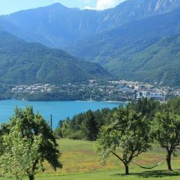 Ancienne ferme entièrement rénovée en matériaux naturels à Savines le Lac vue sur le lac (Hautes-Alpes) - très belle vue - Location de vacances - Savines-le-Lac