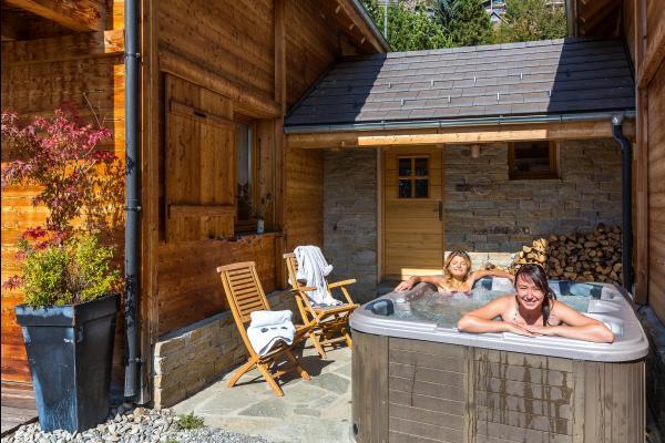 Chalet réalisé en matériaux écologiques d'un très grand confort proximité immédiate des pistes Alpes du Sud - spa extérieure - Location de vacances - Saint-Michel-de-Chaillol