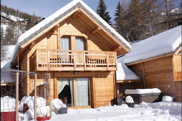 Chalet réalisé en matériaux écologiques d'un très grand confort proximité immédiate des pistes Alpes du Sud - chalet sous la neige - Location de vacances - Saint-Michel-de-Chaillol