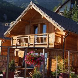 Chalet réalisé en matériaux écologiques d'un très grand confort proximité immédiate des pistes Alpes du Sud - vue extérieure - Location de vacances - Saint-Michel-de-Chaillol