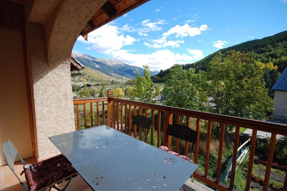 terrasse en été exposition sud - Location de vacances - La Salle-les-Alpes