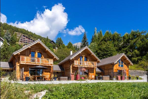 Superbe chalet à louer en matériaux écologiques à proximité des pistes de ski (Alpes du Sud - Hautes Alpes - Saint-Michel-de-Chaillol) - chalet extérieur - Location de vacances - Saint-Michel-de-Chaillol