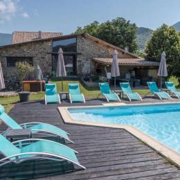 Domaine de Malcor  piscine chauffée 12 m sur 6 m, transats  - Location de vacances - Jarjayes