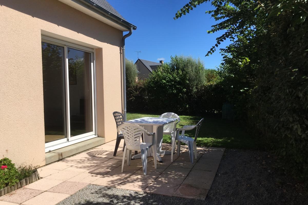 Terrasse au sud ombragée - Location de vacances - La Feuillie