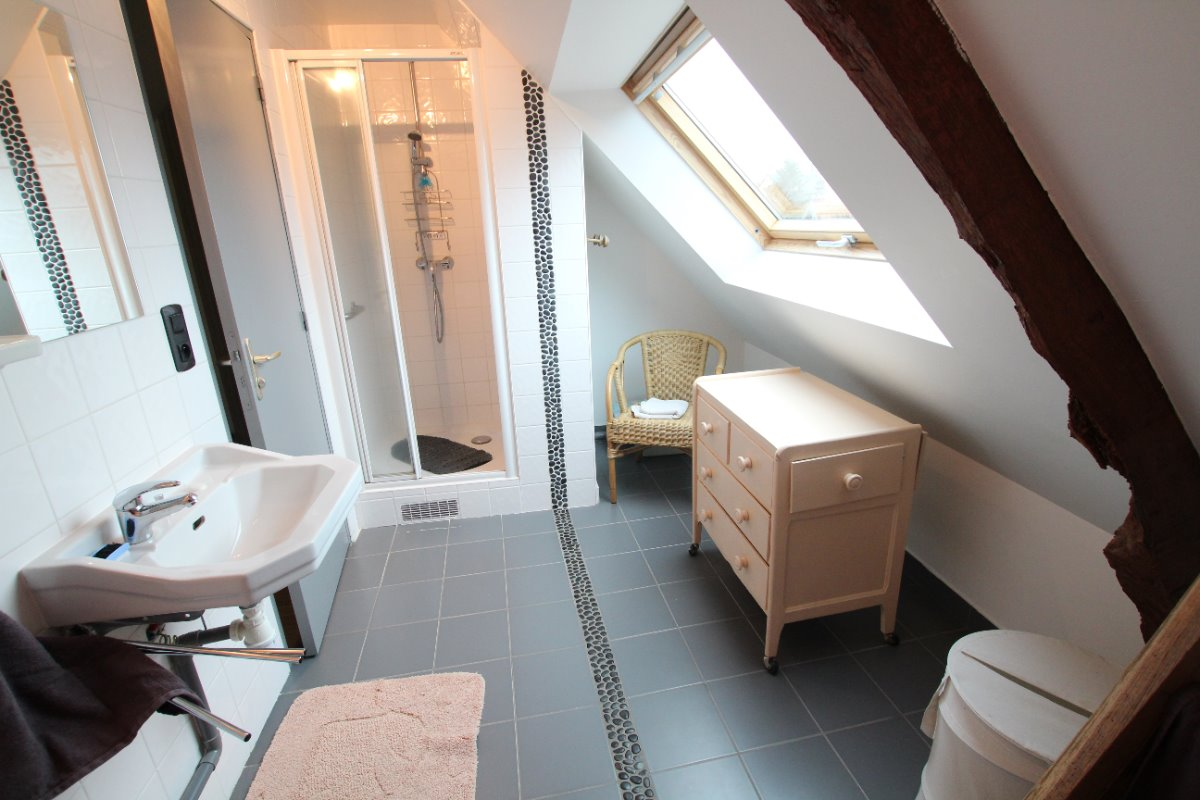 Salle d'eau à l'étage - Location de vacances - Dragey-Ronthon