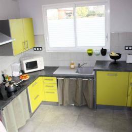 Cuisine aménagée et adaptée - Location de vacances - Hauteville-sur-Mer
