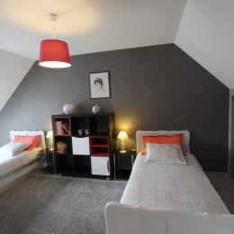 La petite Haize_Chambre 2 lits simples - Location de vacances - Sideville