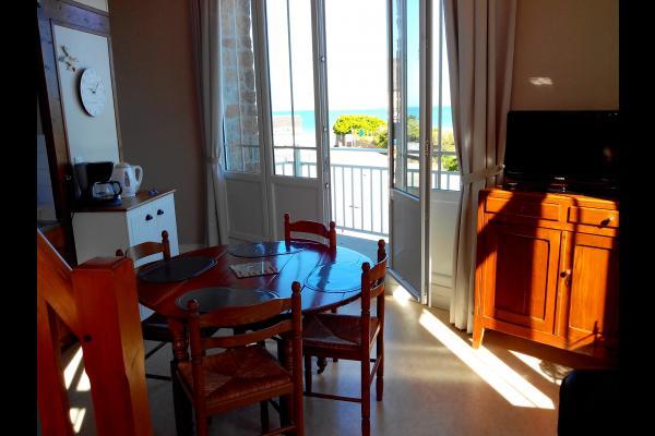 Vue du salon sur balcon et mer - Location de vacances - Carolles