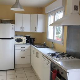 La cuisine, bien équipée et fonctionnelle - Location de vacances - Gouville-sur-Mer