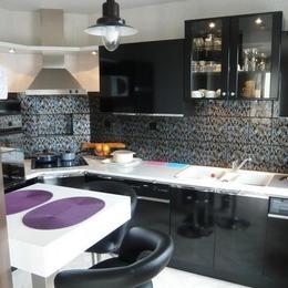 cuisine avec vue sur la baie de St Vaast - Location de vacances - Saint-Vaast-la-Hougue