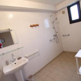 Salle d'eau du rez-de-chaussée - Location de vacances - Gouville-sur-Mer