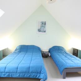 Une salle d'accueil, commune à tous les gîtes, permet des activités jeux de cartes, de société... - Location de vacances - Siouville-Hague