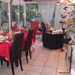 Véranda petit déjeuner - Chambre d'hôtes - Tourlaville