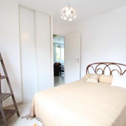Chambre lit double au rez-de-chaussée - Location de vacances - Saint-Aubin-des-Préaux