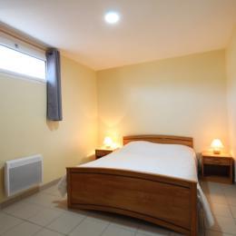 chambre au rdc - Location de vacances - Surtainville