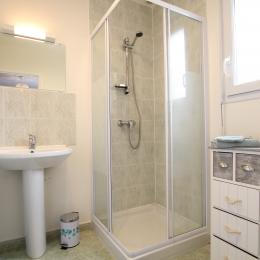 salle d'eau du rez de chaussée - Location de vacances - Les Moitiers-d'Allonne