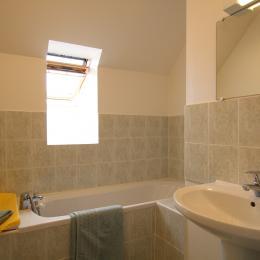 salle de bain à l'étage - Location de vacances - Les Moitiers-d'Allonne