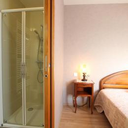 chambre 1 avec salle d'eau privative - Location de vacances - Dragey-Ronthon