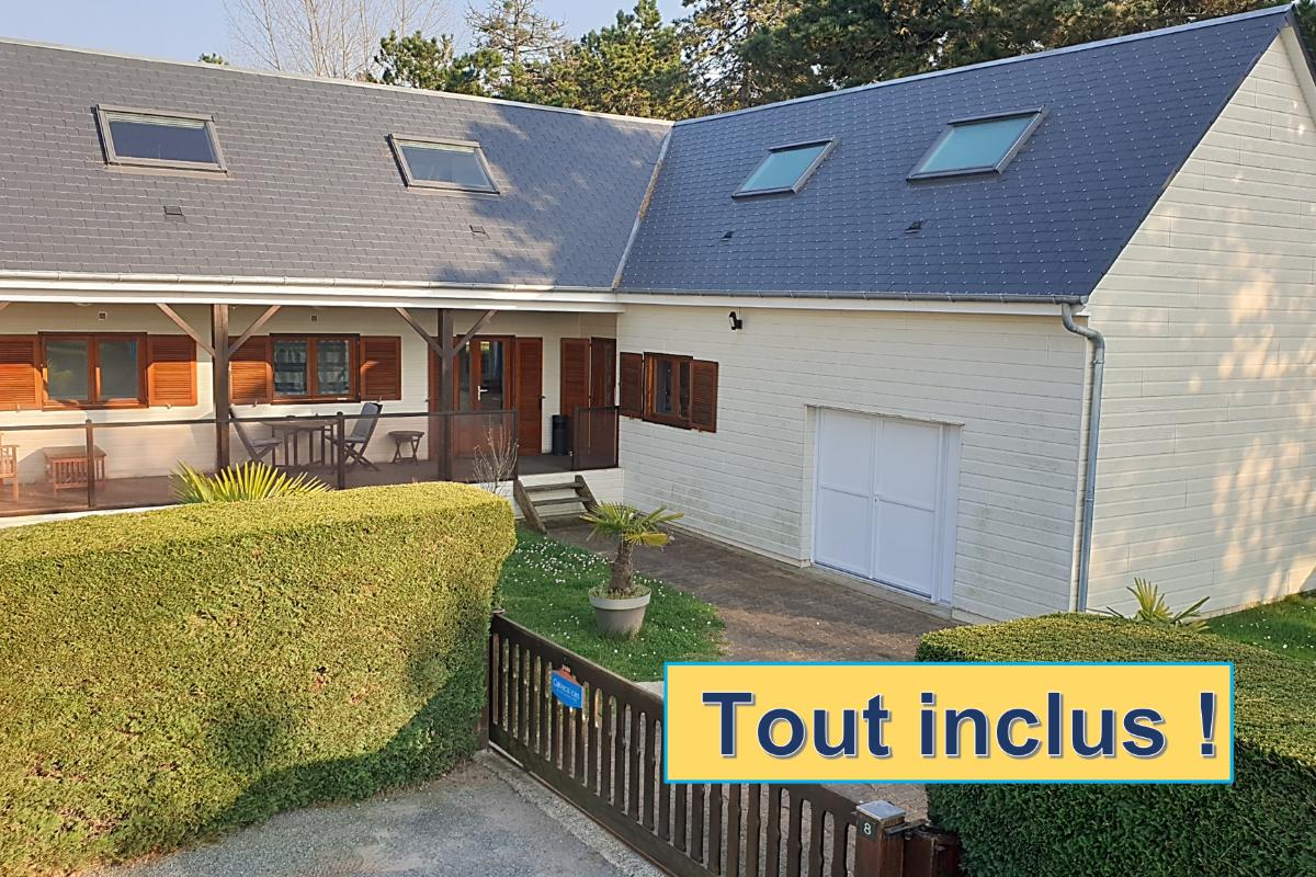 Chalet Bréval - Normandie - Pause détente au salon - Location de vacances - Montmartin-sur-Mer