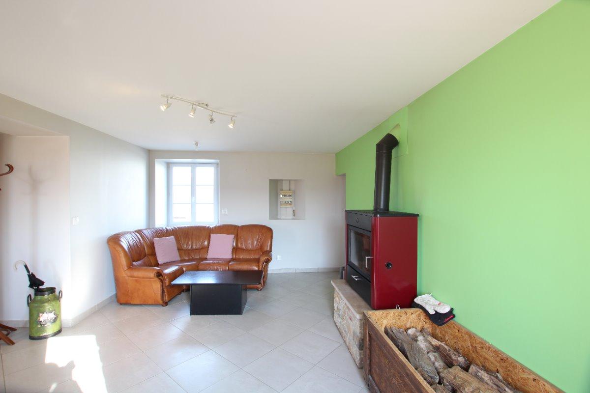 Salon avec poêle à bois - Location de vacances - Besneville