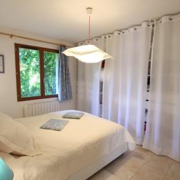 chambre rez-de-chaussée - Location de vacances - Urville-Nacqueville