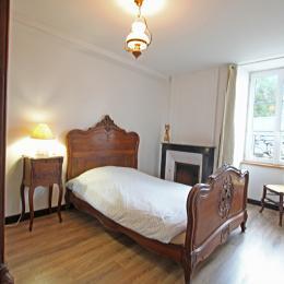 Chambre côté rue - Location de vacances - Quettehou
