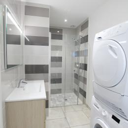 Entrée du gite, terrasse en hiver - Location de vacances - Saint-Aubin-des-Préaux