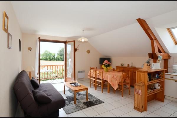 Salon et espace repas lumineux accès balcon - Location de vacances - Villers-sous-Châtillon