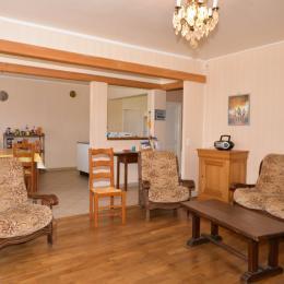 Grand salon ouvert sur cuisine - Location de vacances - Chaumuzy