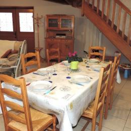 Espace repas et salon  - Location de vacances - Condé-sur-Marne