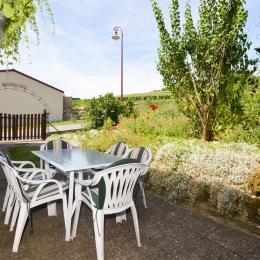Terrasse vue sur jardin fleuri et verdoyant - Location de vacances - Cormoyeux