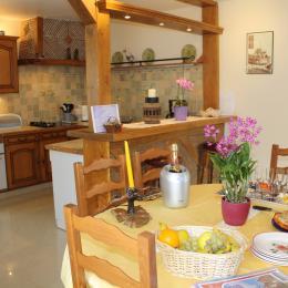 Cuisine Pièce de vie Accueil - Location de vacances - Fèrebrianges
