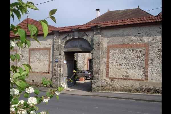 Le porche d'entrée - Location de vacances - Germaine