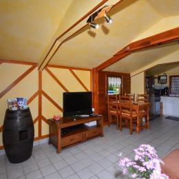 Espace repas et cuisine  - Location de vacances - Prouilly