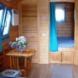 La roulotte et son salon extérieur - Location de vacances - Villers-Allerand